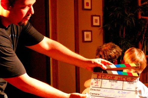 Estudia Director cinematográfico y audiovisual en la Escuela Septima Ars Madrid - España