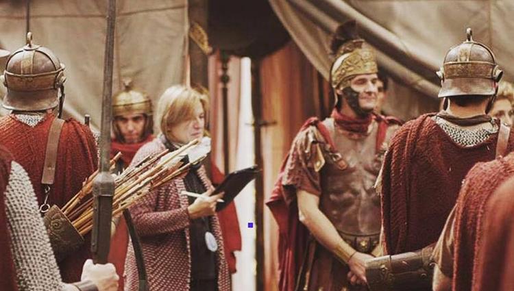 La script Julia Guillén Creagh durante el rodaje de Justo antes de Cristo, foto de David Maruri.