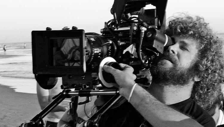 Ángel Amorós estudió Dirección de Fotografía en la Escuela de cine Septima Ars